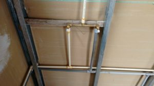 tuberia de agua caliente en drywall